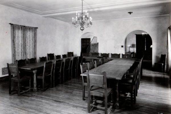 1930-june-theta-xi-dining-room